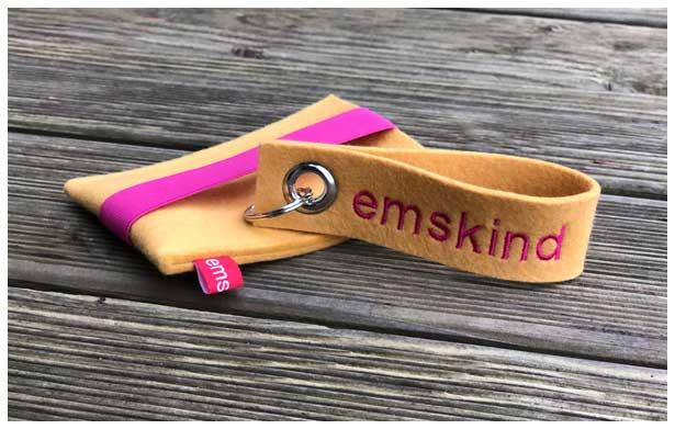 Handytasche und Schlüsselanhänger aus 3 mm starkem Wollfilz